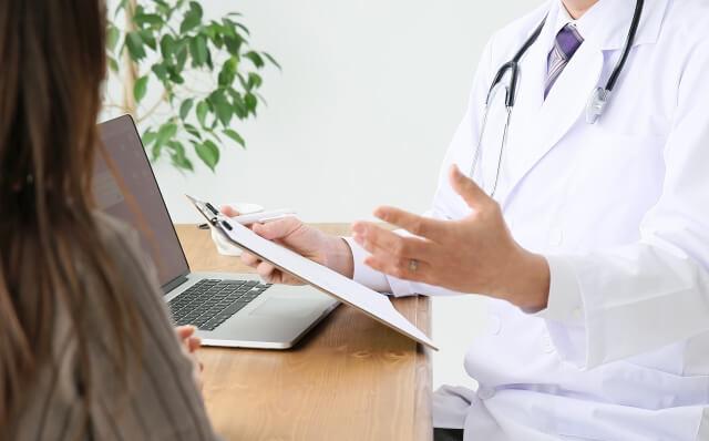 アスタキサンチンを摂取した後に異変を感じたらすぐに医師に相談すること