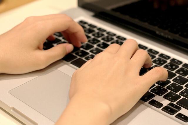 眼精疲労などの眼病を引き起こすパソコン作業
