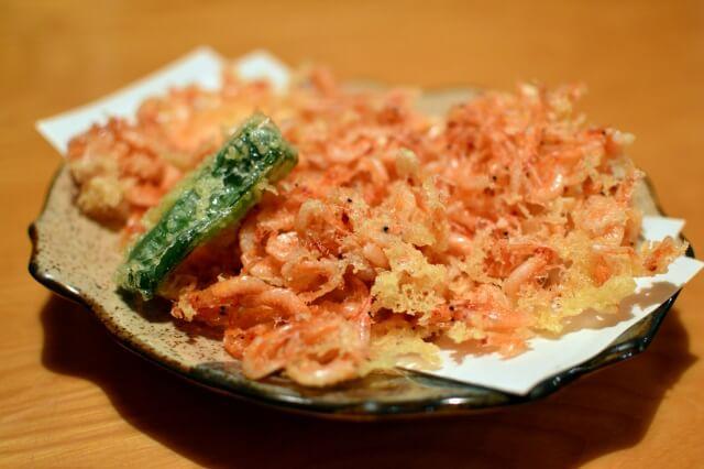 殻も食べられる小エビのかき揚げはアスタキサンチンを摂るときにおすすめ