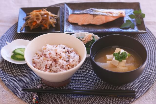 アスタキサンチンを摂取するには鮭を日常的に食べることがおすすめ