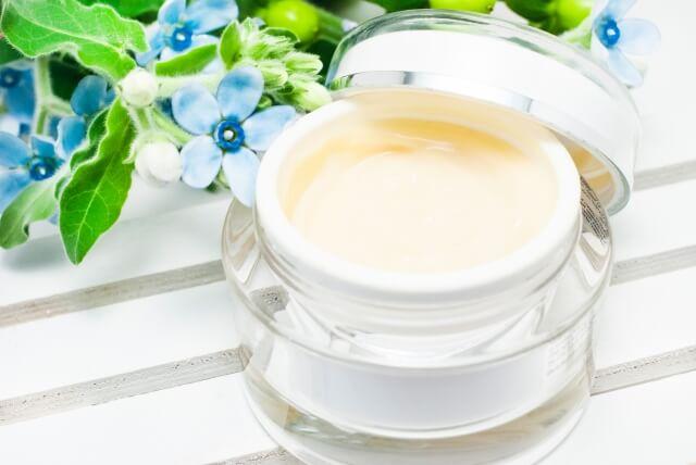 アスタキサンチンやプロビタミンA活性を用いている化粧品