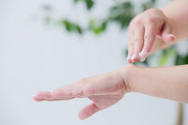 エミューオイルでマッサージをすると手首・関節に効果的