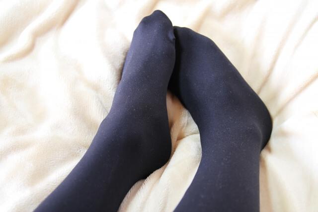 靴擦れ予防にストッキング・タイツなどが役立つ