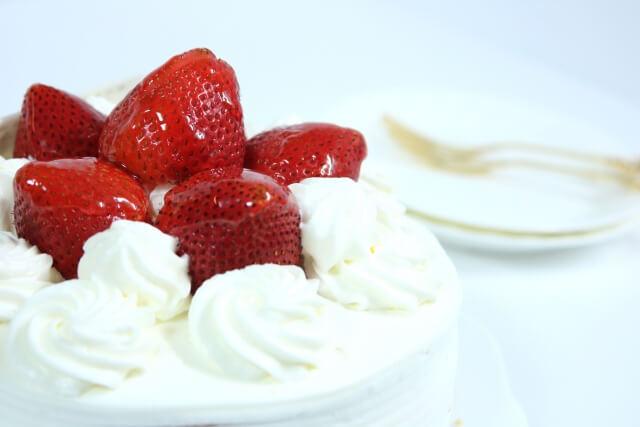 グリセリン脂肪酸エステル配合のケーキ