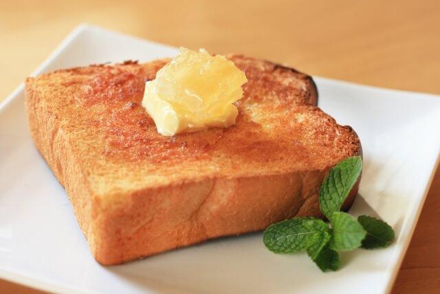 コクがある上にマイルドな甘みがあるジャラハニーはパンやヨーグルトなどと一緒に色々な食べ方ができる