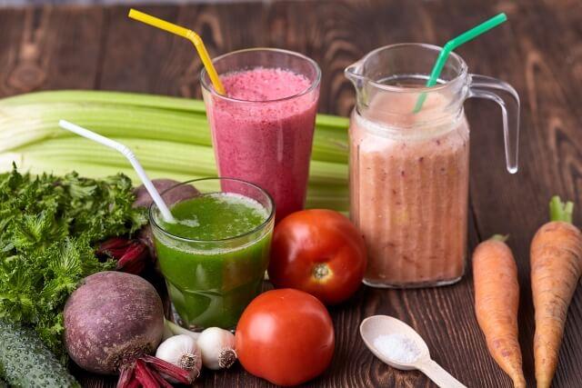 ジュースクレンズの1~2日前は野菜スープ・サラダ・スムージー・フルーツなどを摂るようにして徐々に身体を慣らしていくと良い