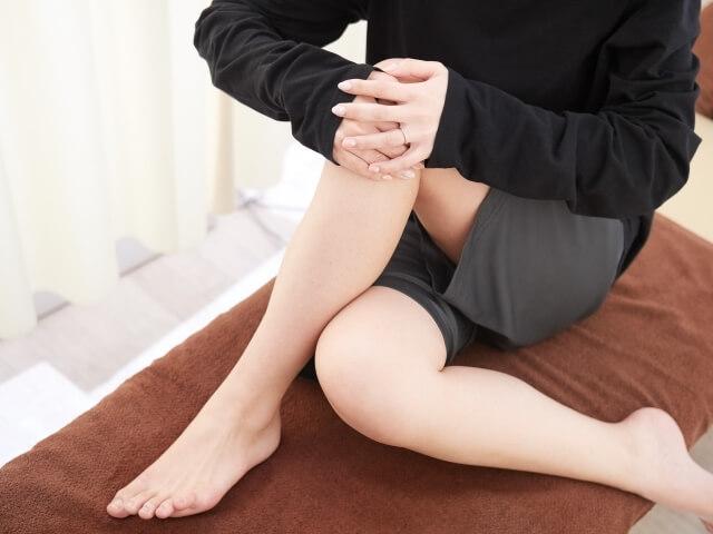 関節が痛い女性