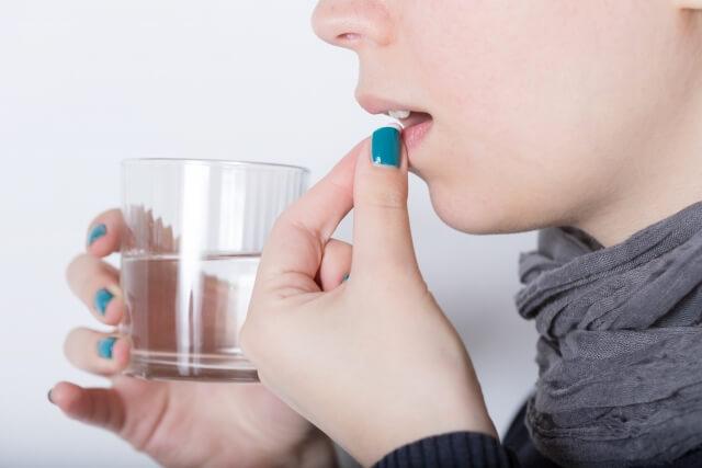 ツムラの乙字湯エキス顆粒の場合は「1日2~3回」に分けて「食前あるいは食間」に「7.5g」の量を服用する