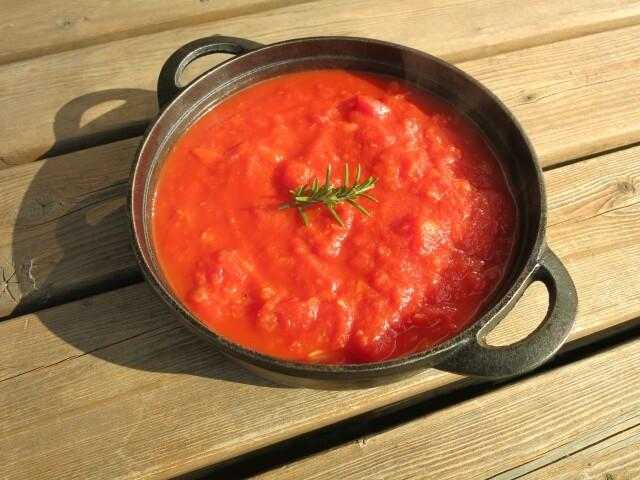 たっぷりポークと玉ねぎのトマト煮込み