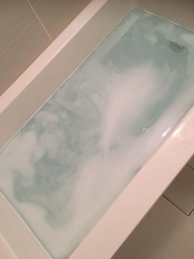 薬用ホットタブ重炭酸湯をお風呂に投入