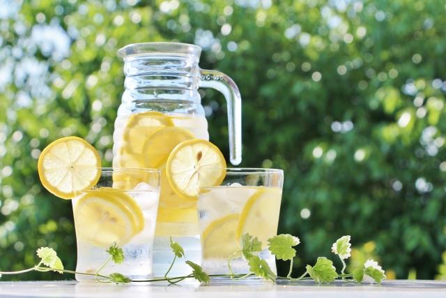 レモン水の効果・効能6選【ダイエット・便意解消】飲み過ぎの ...