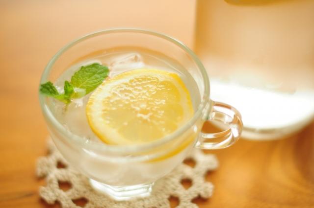 レモンを用いたレモン水の作り方