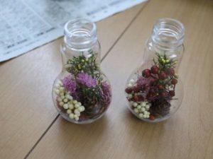 「1」にお好きな「花材」を差し込むように「ピンセット」で配置していきます